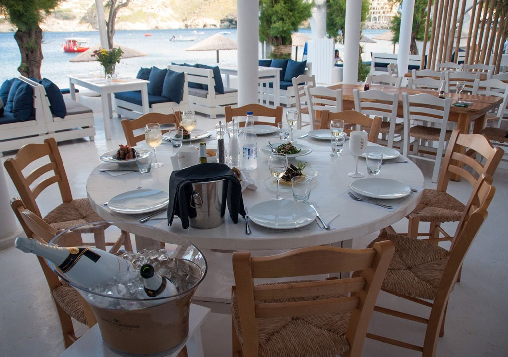 ourrestaurants_almyra_table